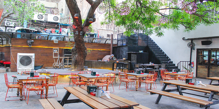 Unplugged Courtyard Cafe